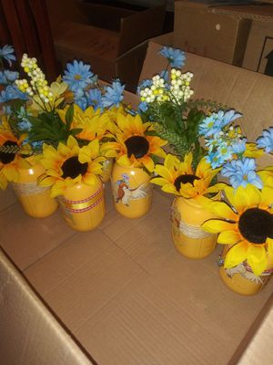 Masson jar /clay pots for Sale in Cleveland, OH