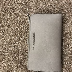 Micheal Kors Wallet Grey for Sale in Lanham, MD
