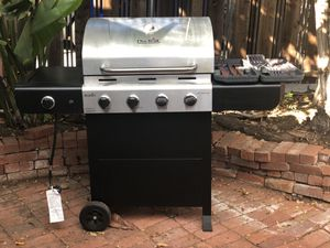 Char-Broil bbq grill with bbq tool set- less than 1 year old for Sale in San Diego, CA