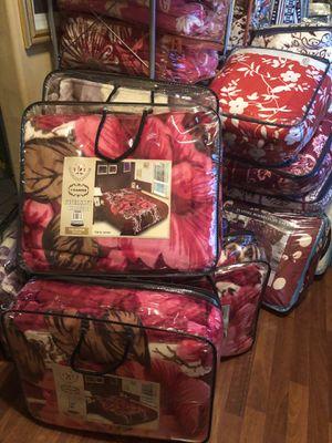 Blankets. $30 king size for Sale in Phoenix, AZ