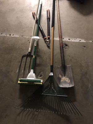 Gardening Rakes Shovel & Clippers for Sale in Ontario, CA