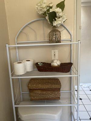 White shelving/ storage unit for bathroom for Sale in Manhattan Beach, CA