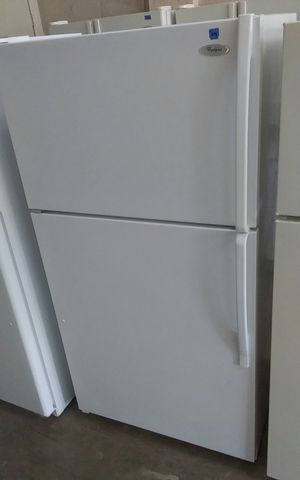 White Whirlpool Refrigerator with Ice Maker for Sale in Tampa, FL