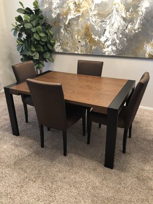 Gorgeous 60-90 inch Pier One Dining table and 4 dining chairs with two extension leaf panels for Sale in Gilbert, AZ