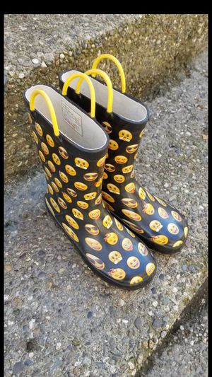 Kid's rain boots size 13 or 1 youth for boy or girl, great condition for Sale in Everett, WA