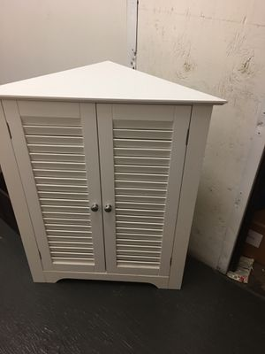Small corner storage unit with one shelf for Sale in Huntington Beach, CA