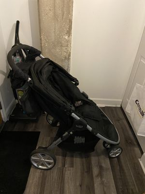 Britax stroller with tray and cup holder for mom for Sale in Chicago, IL