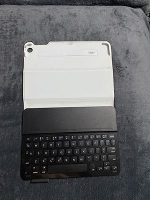 iPad Air 2 Keyboard Case for Sale in McDonald, PA
