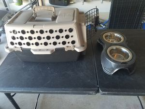 Small animal kennel with food/water dishes for Sale in Haslet, TX