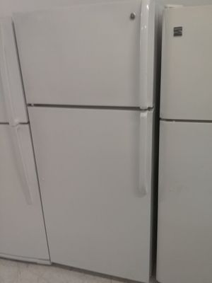 Ge top and bottom refrigerator used good condition 90days warranty for Sale in Mount Rainier, MD