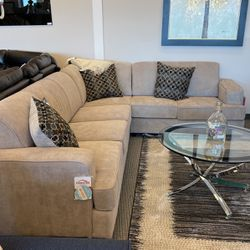 Brand New Sectional!! Financing & Delivery Available ! for Sale in Des Plaines,  IL