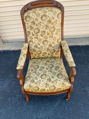 Antique rolling chair, very comfortable for Sale in Springfield, VA