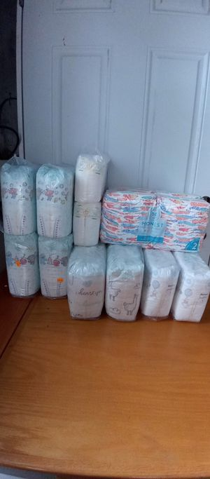 Huggies , Pampers, mamá bear 🐻, honest , earth & eden for Sale in Indianapolis, IN