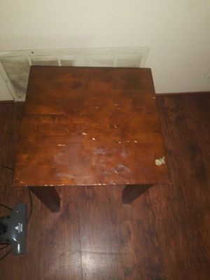 End table for Sale in Hutchinson, KS