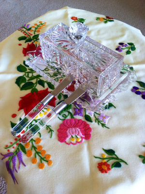 Crystal butter dish with 2 knifes / Home & kitchen decoration use for butter for Sale in Alexandria, VA