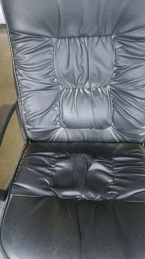 Leather office chair for Sale in Portsmouth, VA