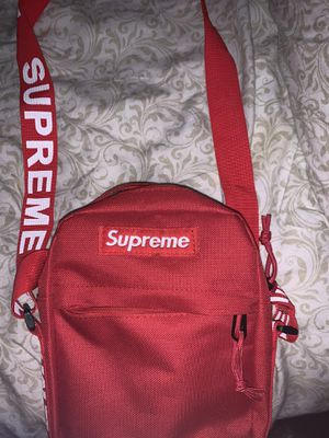 Supreme over the shoulder bag for Sale in Destin, FL