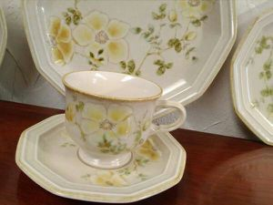 Vintage yellow Mikasa Avante Dishes 5 Pce Complete Setting for Sale in Oklahoma City, OK