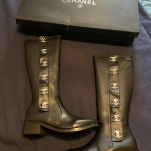 Women's Boots Size 8 for Sale in Moreno Valley, CA