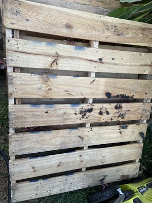 Wood pallets 4 feet for Sale in Cerritos, CA