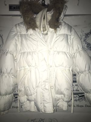 Women's winter white bubble jacket w/ detachable fair fur hoodie small for Sale in Washington, DC