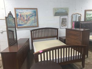 Ronmi Furniture inc. Queen size bedroom set in excellent condition!! for Sale in Lauderhill, FL