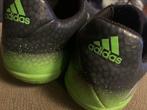 Indoor soccer shoes size 5Y para niños for Sale in San Leandro, CA