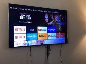 Samsung tv led series 8000 60 inches, the colors on right side are dark like picture for Sale in Grand Prairie, TX