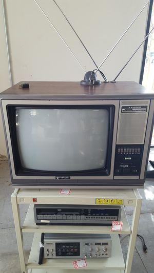 Hitachi 19 inch European TV for Sale in Dallas, TX