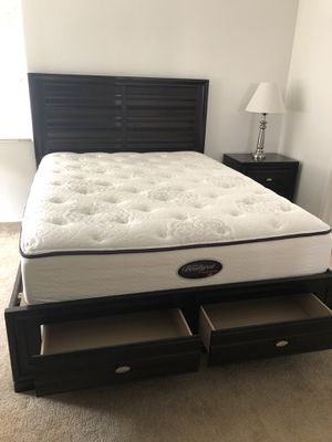 Queen size bedroom set, including platform bed, dresser, mirror and night stand for Sale in Carlsbad, CA