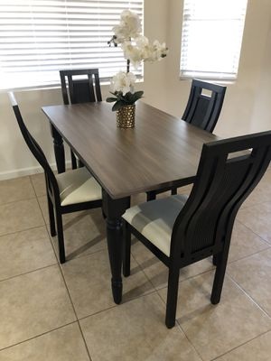 BRAND NEW DINNING TABLE AND 4 CHAIR SET FROM BEST MASTER $190 new in box for Sale in Phoenix, AZ
