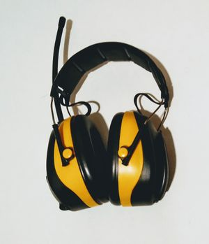 3M TEKK WorkTunes Hearing Protector, MP3 Compatible with AM/FM Tuner clean for Sale in Colton, CA