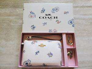 New Coach Wristlet with Charms for Sale in Glendale, AZ