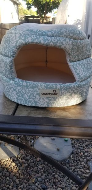 Small cat bed for Sale in Los Angeles, CA