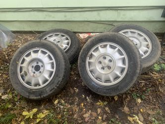 Set of 225 60r 16 tires&rims for Sale in Peoria,  IL