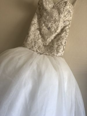 Wedding dress small for Sale in Vallejo, CA