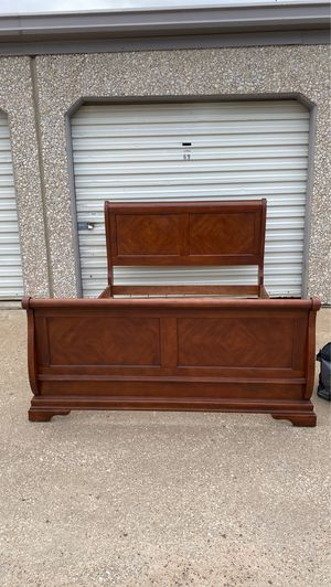 Queen sleigh bed frame for Sale in McKinney, TX