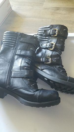Women's size 9 boots for Sale in Boynton Beach, FL