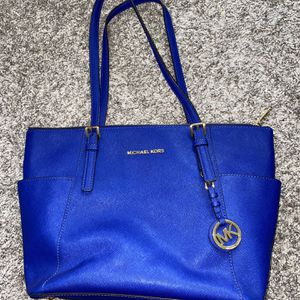 Micheal Kors Shoulder Bag Authentic for Sale in Pompano Beach, FL