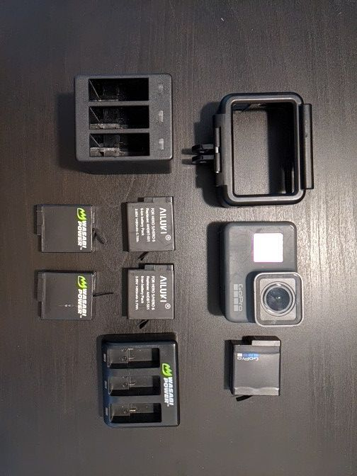 GoPro Hero 5 with 5 batteries