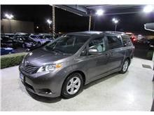2015 Toyota sienna LE minivan 4D for Sale in Los Angeles, CA