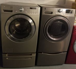 FRONT LOADER WASHER AND DRYER SET WITH PEDESTAL for Sale in Kissimmee, FL