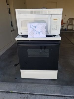 GE stove and microwave for Sale in Laveen Village, AZ