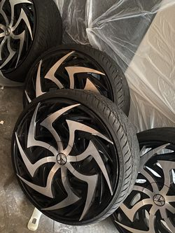 Universal 22 inch rims normal wear brand new out The store only use them for six months for Sale in San Leandro,  CA