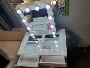 Vanity Makeup Mirror with light for Sale in Santa Fe Springs, CA