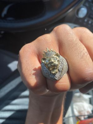 3k diamond 10k gold Lion Head Ring for Sale in Kilgore, TX