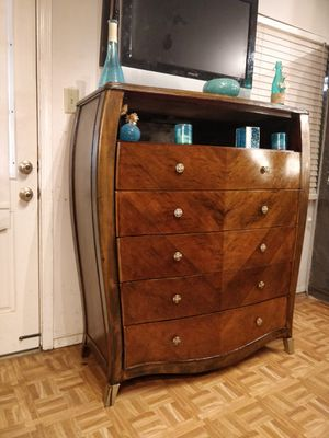 """Solid wood modern dresser/TV stand with shelf and big 5 drawers, pet free smoke free, dovetail drawers. L48""""*W20""""*H54.5"""" for Sale in Annandale, VA"""