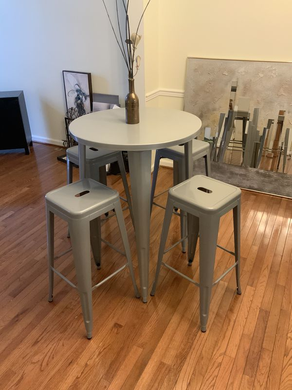 Indoor and outdoor Bar Table & Stools