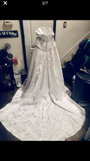strapless wedding dress and Veil- size 4-Halloween for Sale in Sunnyvale, CA
