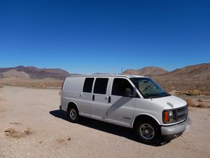 2002 Chevy Express 2500 for Sale in Los Angeles, CA